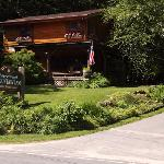 Entrance to the Laurelwood Mountain Inn