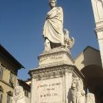 Statue de Dante Alighieri devant l'église de Santa Croce
