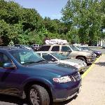Viele kostenlose Parkplätze direkt am Hotel