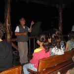 don Bernardo dandonos la charla antes de la exploración nocturna