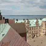zamek Hamleta (zamek Kronborg w Helsingor), na horyzoncie Szwecja