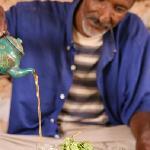 thé offert, bien sûr... à la menthe... ou au basilic du jardin!