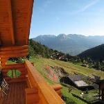 blick vom schlafzimmer balkon ins tal