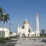 オマール・アリ・サイフディン・モスク(オールドモスク)