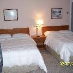 Foto Crescent Lake Inn & Suites