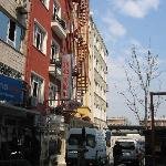 Vor dem Hurriyet Hotel