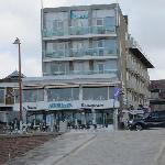 Hotel vom Strand aus gesehen