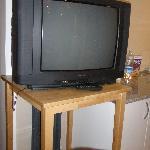 TV (junto la cocina)