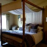 lovely double four poster bed