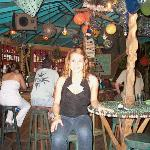 En Tretanica Bar, Utila.