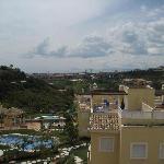 Uitzicht van dak naar zee