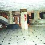 LE HALL DE NOTRE HOTEL EN TUNISIE. IL Y A DEJA 3 ANS!!!!!
