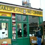 ‪Shakespeare and Company Bookstore‬