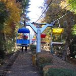 The chair lift is another way to bring visitors to Mt. Takao. Note that there is no safety barri
