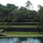 kolam : t4 pemandian permaisuri  bangunan bertingkat : replika gunung rinjani, di puncaknya ad