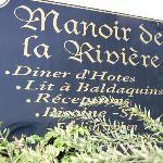 Manoir sign