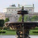 Blick auf das Burgtheater