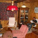 salon avec armoire a vin