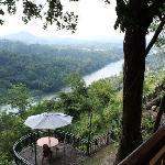 Blick von der Hotelterrasse auf den Mahaweli