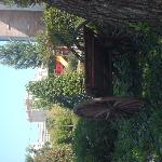 jardin avec aire de jeux pour enfant et terrain de pétanque