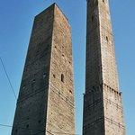 Башни Азинелли и Гаризенд