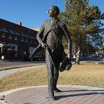 Foto de Cowboy Statue On Boot Hill
