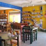 Photo de Manana Restaurante & Bookshop