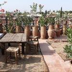 la petite terrasse magnifique vue pour prendre un thé!!