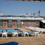Zona de piscina y cafetería