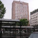 ミラノ中央駅から見たミケランジェロホテル
