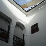 Murs blanc immaculé font le charme de l'endroit