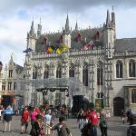 Gotische zaal (Gothic hall)/ Stadhuis (Town Hall) 唔知點解當地旅遊地圖上面, 呢個建築物有兩個名... 我諗佢原本應該叫Gotische
