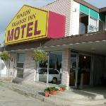 Photo of Hinton Highway Inn