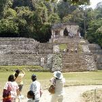 edificios de la entrada al recinto arqueologico.