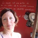 Muro interno della camera con frase di Guy De Maupassant