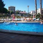 una delle due piscine esterne