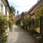 Fantastiskt vacker gränd i Visby