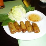 Vietnam famous fried popiah... Forgotten how they named it... Heehee... Can get it from Pho24...
