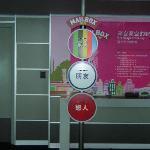 展望台フロアの郵便ポスト、日本まで約1週間程度かかるようです。