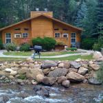 our beautiful cabin on the river !