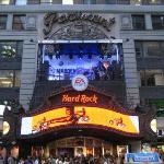 NEW YORK CITY 2007: l'Hard Rock Cafè di NY... Negli anni 50 c'era il cinema Paramount dove è sta