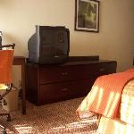 tv and desk with chair