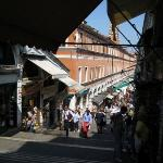 Shops lining both sides of the Rialto Bridge... they are actually built on the bridge guys.