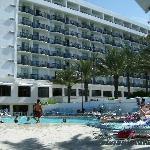 Hotel & Pool