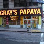 Gray's Papay juste à côté (pour les connaisseurs)
