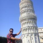 la Torre Inclinada en la Piazza del Duonmo (1172)