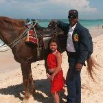 thanks the police for his attention with my daugther she love the horse