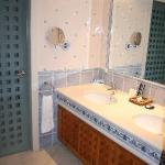 Sinks & Toilet