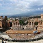 Le théâtre grec avec l'Etna en arrière-plan