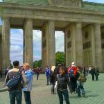 S Meli vor em Brandenburger Tor